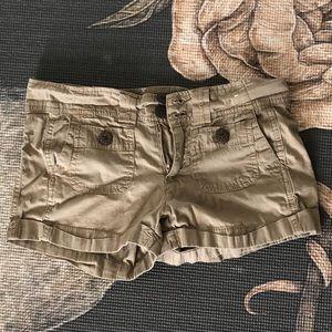 Cuffed shorts button pockets cargo